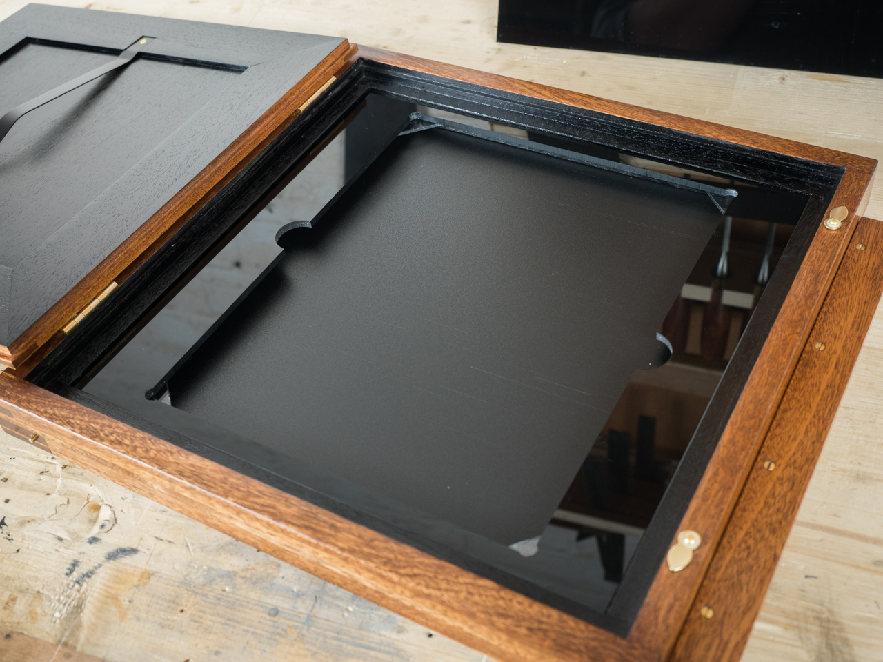 Rotatable interchangeable inserts allow multiple plate sizes in one holder. & Voce Cameras | Wet Plate Cameras